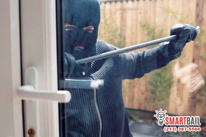 The Differences Between Theft, Robbery & Burglary